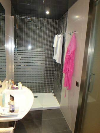 Hotel Barcelona House: Walk in shower