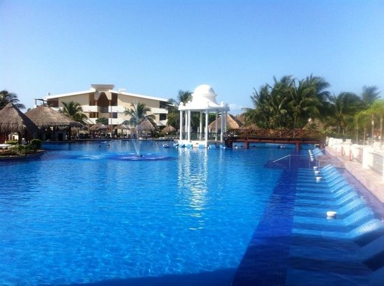 Now Sapphire Riviera Cancun : Pool :)