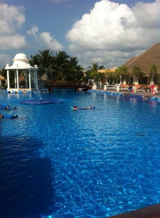 Now Sapphire Riviera Cancun : Pool