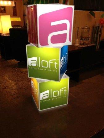 Aloft Phoenix-Airport: Lobby