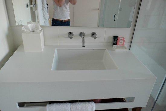 The Nolitan Hotel: sink area