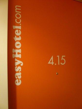 easyHotel Amsterdam: door