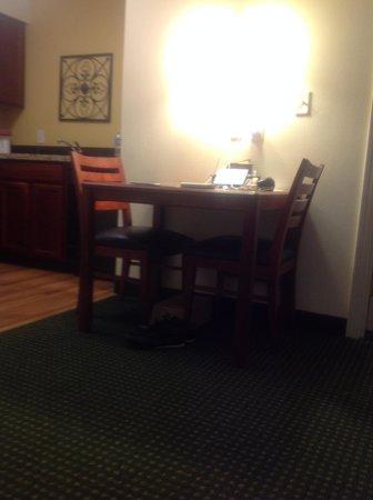 Residence Inn Philadelphia West Chester/Exton: reading table