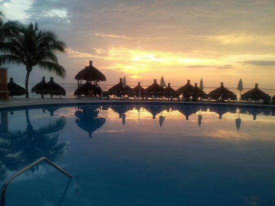 Occidental Cozumel: Beach Pool at Sunset