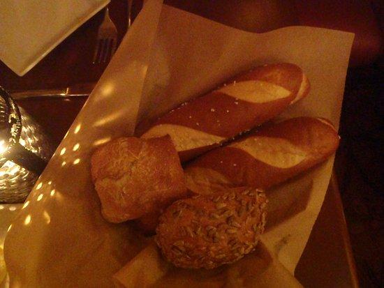 Le Cellier Steakhouse: Bread Basket