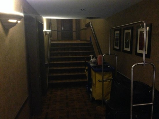 Best Western Plus Baker Street Inn & Convention Centre: Stairs on the 3rd floor
