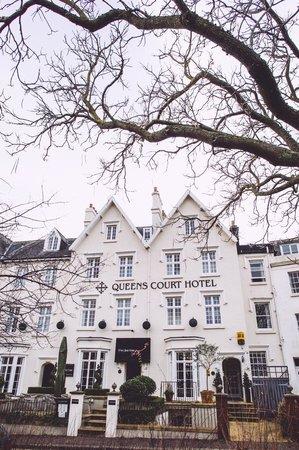 Queens Court: Hotel