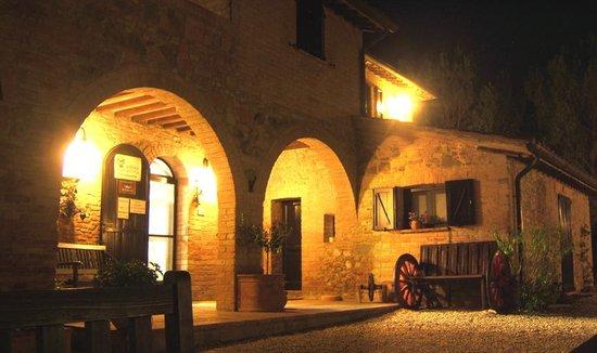Antica Fattoria del Colle: il casale in notturna