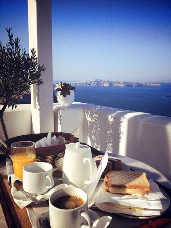 Kamares Apartments: Breakfast on the Terrace