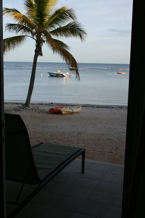 Carib Sands Beach Resort: Back door looking out to the beach