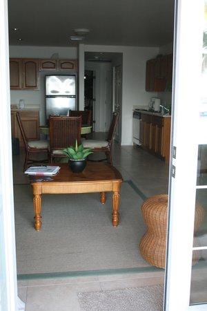 Carib Sands Beach Resort: Looking inside condo from back door