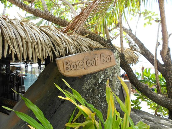 Pacific Resort Rarotonga: The Barefoot Bar