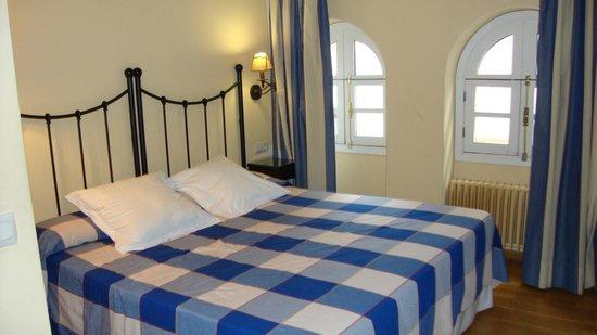 Apartamentos - Suites Santa Cruz: Chambre
