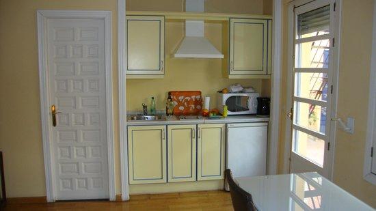 Apartamentos - Suites Santa Cruz: Cuisinette