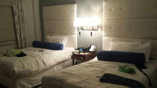 Beacon Hotel: Our delux beds