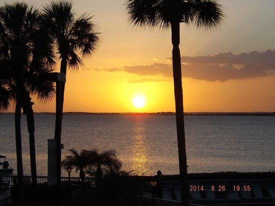Sailport Waterfront Suites: One of many beautiful Sunsets