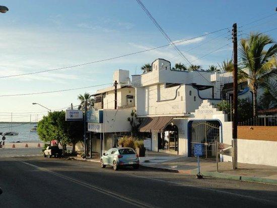 Hotel Mediterrane: Street view