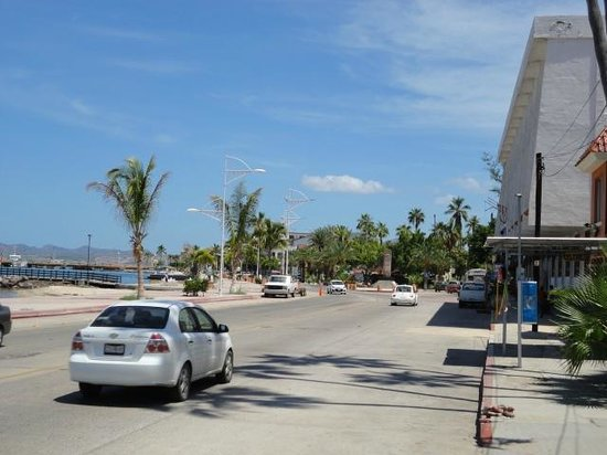 Hotel Mediterrane: At the end of the block is the Malecon--50 metres.