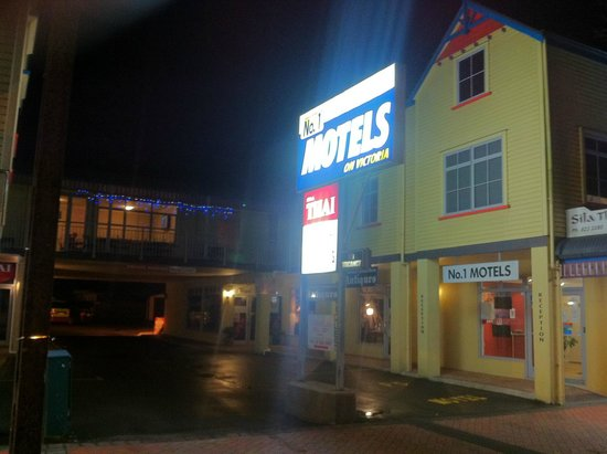 No. 1 Motels: Motel at night