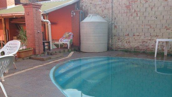 Hostel Sweet Hostel: pileta del hotel