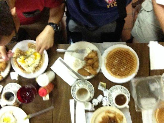 Lincoln's Waffle Shop: breakfast
