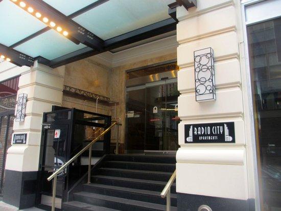 Radio City Apartments : Hotel entrance