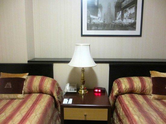 Radio City Apartments : Room 311 bedroom