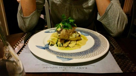 Two Sisters Restaurant: Hake