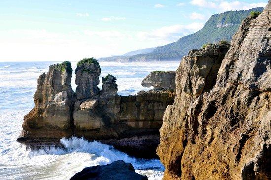 Pancake Rocks and Blowholes Walk: Interesting formations