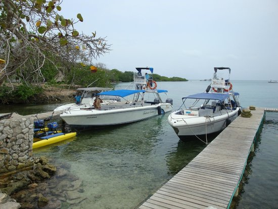 Tours in Rosario islands : Fantasia Caliente(on left)