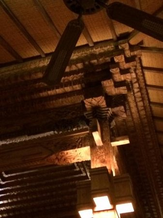Paon Doeloe Restaurant : amazing carvings