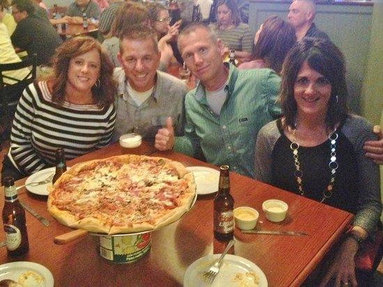 Brick N' Brew Pub: Great Brick Oven Pizza! Great Crowd!