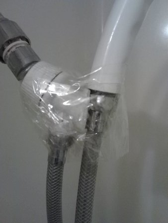 Comfort Inn & Suites North: broken shower head