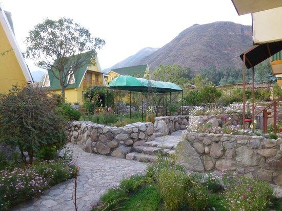 Amaru Valle Hotel: jardines