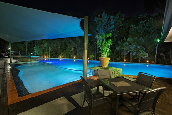 Oasis at Palm Cove: Lagoon Style Pool at night