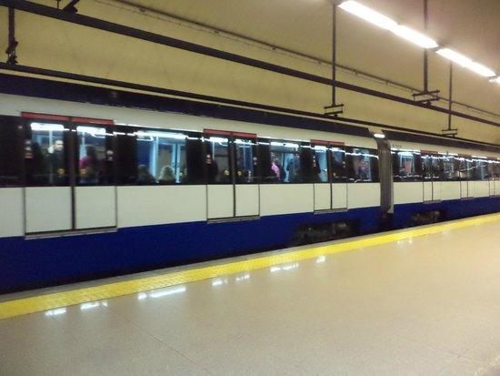 Eurostars Gran Madrid: Metro