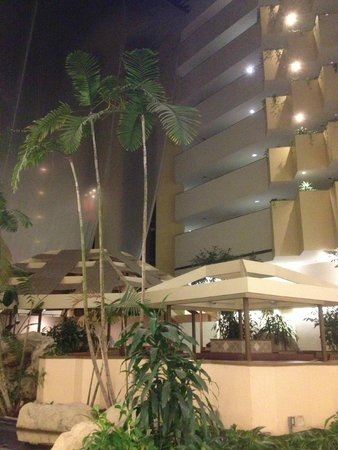 Embassy Suites by Hilton Boca Raton : Inside