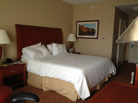 Hilton Garden Inn Mystic Groton: Hilton Garden Inn Groton, king-bed room