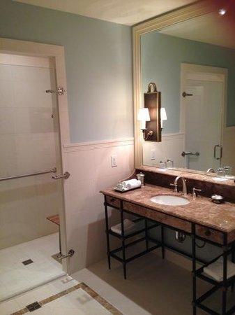 Salamander Resort & Spa: bathroom ADA accessible shower
