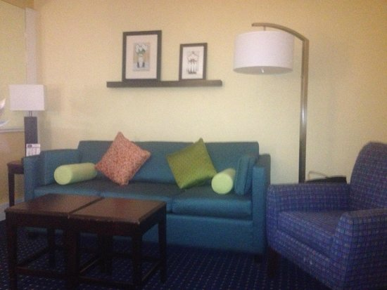 SpringHill Suites Fort Lauderdale Airport & Cruise Port : Livng Area