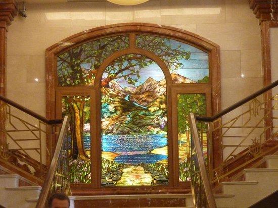 Killarney Plaza Hotel and Spa: Foyer window