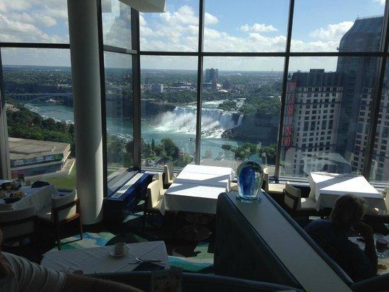 Hilton Niagara Falls Fallsview Hotel Suites Breakfast At Watermark Restaurant