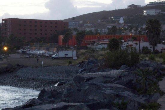 Quintas Papagayo: walkway to the marina