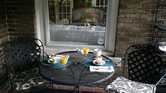 Hillcrest Inn: The first course of a great breakfast.