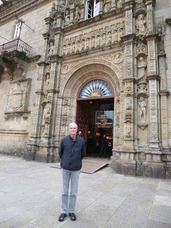 """Parador Hostal Dos Reis Catolicos: At the main door of the """"Parador Hostal dos Reis Católicos"""" in Santiago de Compostela"""