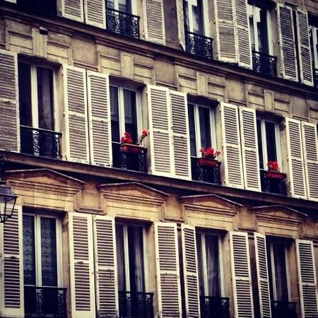 Le Marais: windows