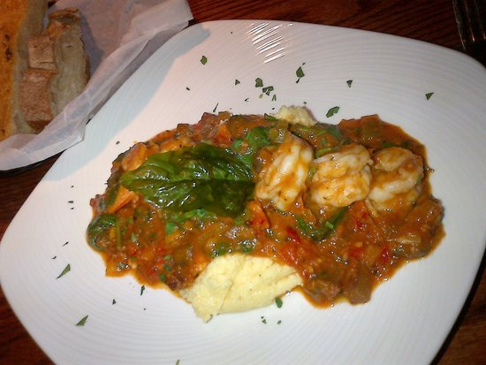 Leesburg Public House: Excellent Shrimp & Grits dinner entree, with homemade bread. (more shrimp are smothered in there
