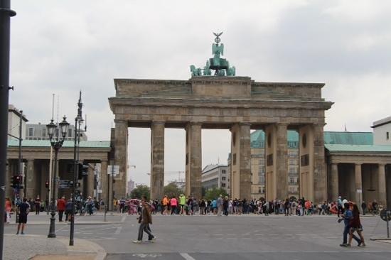 Berlin Jewish Tours : The Brandenberg Gate