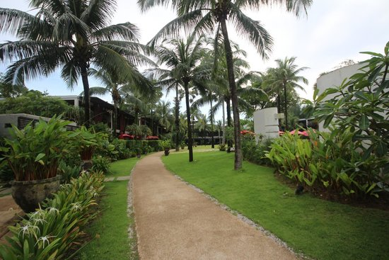 Ramada Khao Lak Resort: Hotel grounds
