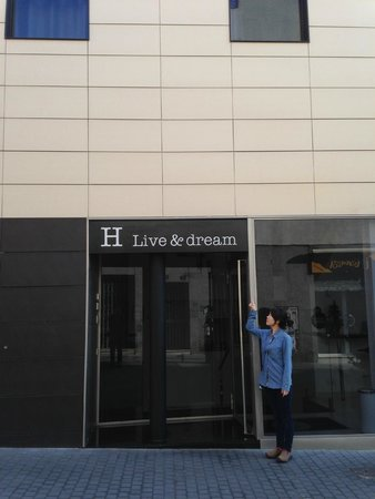 Live & Dream: Before the hotel